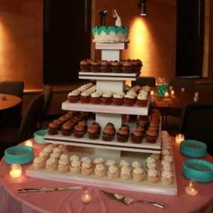 cupcake-towers-customer-cupcake-tower-wedding-display