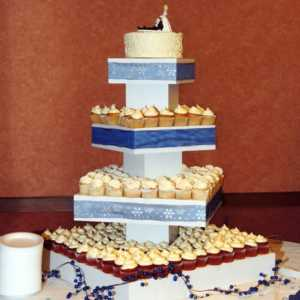 cupcake-towers-customer-cupcake-tower-wedding-display-blue