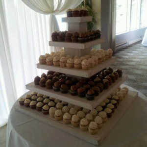 cupcake-towers-customer-cupcake-tower-wedding-display-drapes