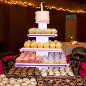 cupcake-towers-customer-cupcake-tower-wedding-display-lights